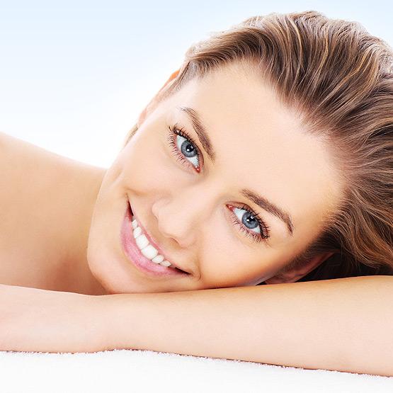 Embellir vos sourcils, cils, & lèvres avec le maquillage permanent